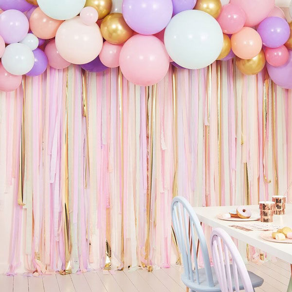 backdrop pastel streamer en ballonnen