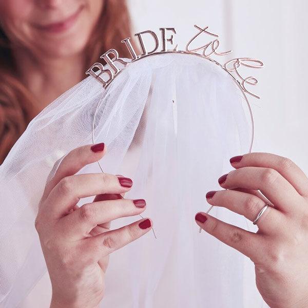 haarband met sluier bride to be