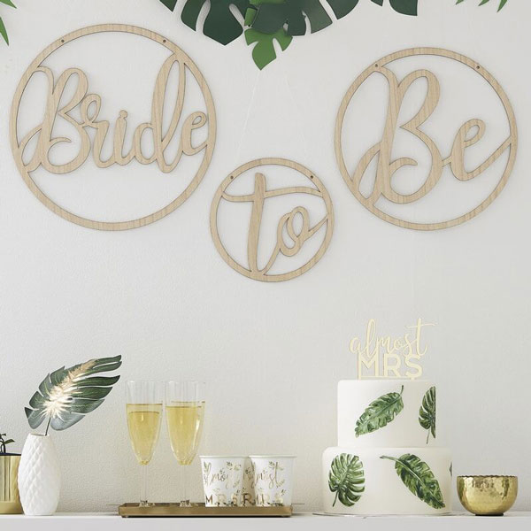 houten hangers bride to be